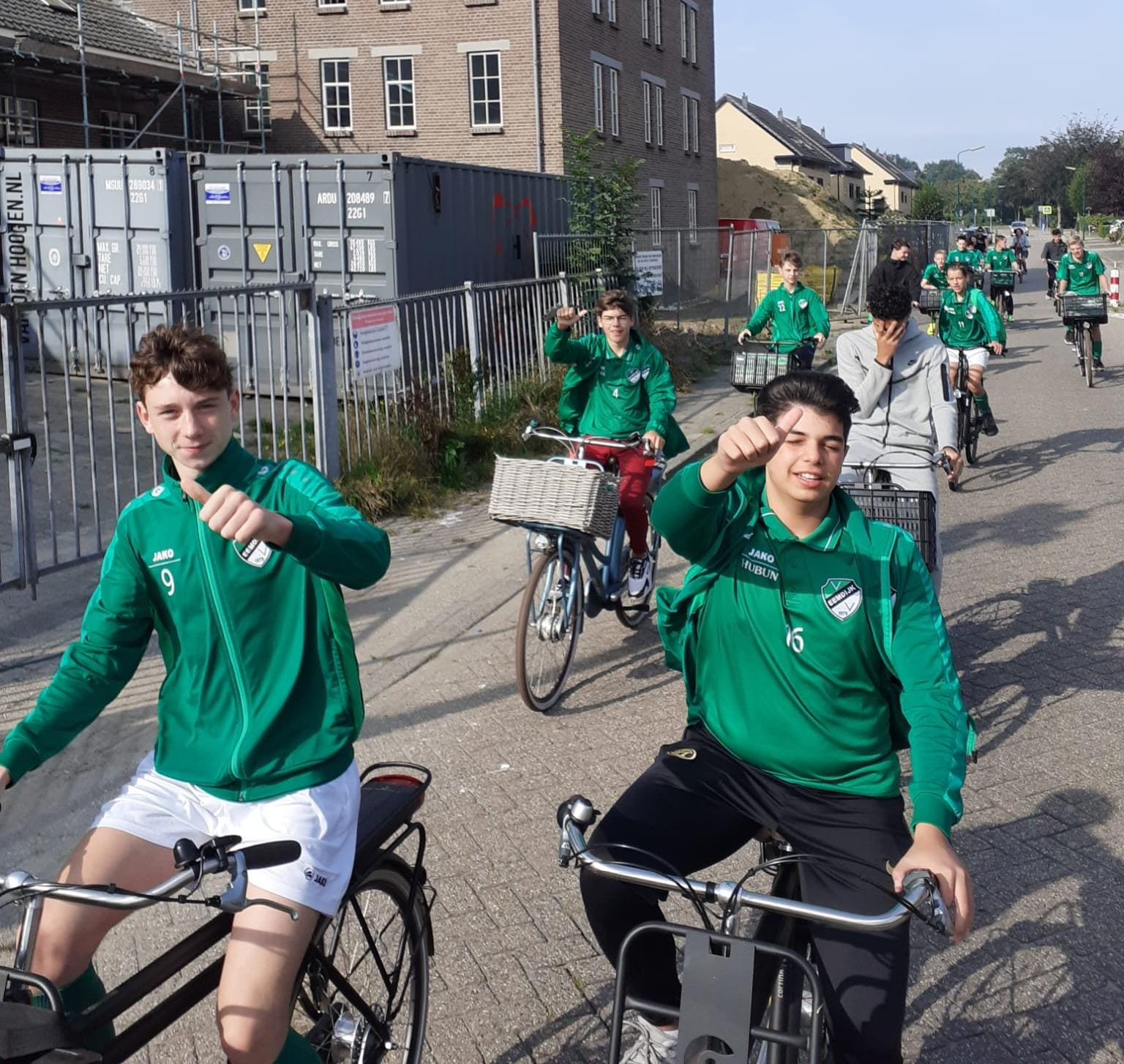 Eemdijk JO15 fietst naar en over Nieuwland heen